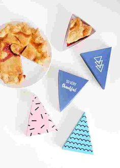Make these printable boxes and give the gift of pie.