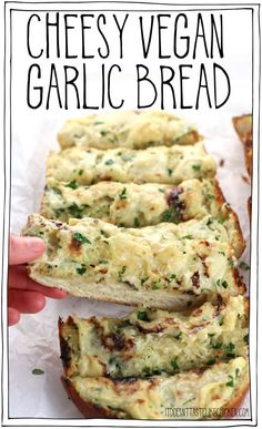 cheese food This dairy-free garlic bread is quick and easy to make. Smothered in a homemade vegan cheese, perfect paired with your favourite Italian pasta dish. There's also an option for classic garlic bread (without cheese). Vegan Appetizers, Vegan Dinner Recipes, Vegetarian Recipes, Cooking Recipes, Healthy Recipes, Vegan Recipes Italian, Pasta Recipes, Bread Recipes, Italian Snacks