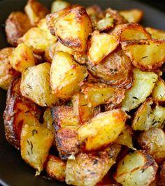 More potatoes! The Food Lab Thanksgiving Special: Ultra-Crispy Roast Potatoes Potato Dishes, Food Dishes, Main Dishes, Side Dishes, Perfect Roast Potatoes, Crispy Roast Potatoes, Baked Potatoes, Crispy Breakfast Potatoes, Vegetarian Recipes