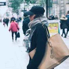 "32.4 mil Me gusta, 455 comentarios - Marta Riumbau (@riumbaumarta) en Instagram: ""¿¿Os apetece que haga looks para noche vieja??"" Chloe, Shoulder Bag, Bags, Instagram, Style, Fashion, New Years Eve, Handbags, Swag"