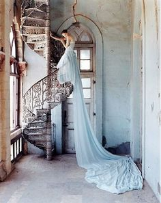 Tim Walker - Lily Cole and spiral staircase, Whadwan, Gujarat, India - British Vogue, Elegance! Lily Cole, Looks Style, Looks Cool, Vestidos Color Menta, Tim Walker Photography, Mint Green Dress, Green Gown, White Dress, Model Foto