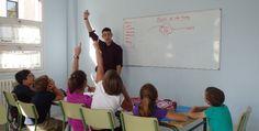 La lengua inglesa es una de las prioridades del Lycée. Comienza a impartirse a los 5 años, en 3º de Infantil y aumenta su presencia en el programa conforme avanza la vida escolar, completando así la formación lingüística de los alumnos.