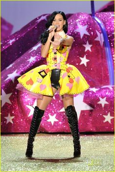 Katy Perry Hot at 2010 Victoria's Secret Fashion Show. #NYCLove #NYC #VSPink  @Jenissa Woods Rice Monte