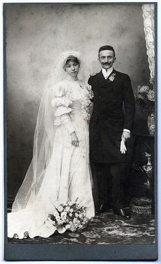 Really hip Edwardian Wedding Wedding Couples, Wedding Bride, Wedding Gowns, Wedding Tips, Antique Wedding Dresses, Vintage Weddings, Old Wedding Photos, Charo Ruiz, Vintage Wedding Photography