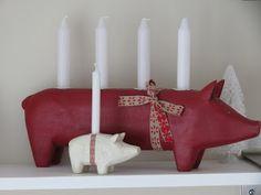 Scandinavian Christmas- Maileg pigs advent.