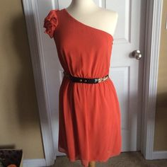 One shoulder dress One shoulder dress, coral type color. Comes with belt. Perfect to wear at a wedding! Worn once. Gianni Bini Dresses One Shoulder