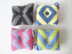 Nåleputar i tunisisk hekling Mittens, Diy And Crafts, Crochet Hats, Creative, Fingerless Mitts, Knitting Hats, Fingerless Mittens, Gloves