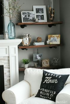 Diy rustic industrial shelving diy maison, rustic shelving, shelving by fir Living Room Shelves, Living Room Storage, Home Living Room, Living Room Decor, Bookshelf In Kitchen, How To Decorate Living Room Walls, Rustic Industrial Decor, Industrial Shelving, Rustic Shelving