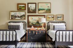 Sabbe Interior Design - Shared Bedroom - Spindle Twin Beds