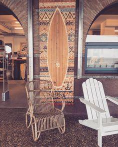 So eine kleine Surflodge am Meer mit selbstgebauten Möbeln Murals und nem kleinen Garten mit Hollywoodschaukel... das wäre doch für die warmen Monate was feines! Also wenn wir mal wieder sesshaft werden dann werden wir uns genau da dran wieder erinnern
