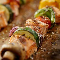 Garlic Herb Chicken Kabobs -  Sprouts Farmers Market - sprouts.com #GreatGrillin