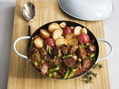 Lammragout mit Bratkartoffeln ist ein Rezept mit frischen Zutaten aus der Kategorie Lamm. Probieren Sie dieses und weitere Rezepte von EAT SMARTER!