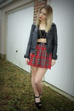 Sarah from http://clothesdrawer.blogspot.co.uk/2013/01/tartan-and-leather.html looks amazing in our Tartan Skater Skirt . Get yours here http://www.missguided.co.uk/tartan-skater-skirt-with-leather-stud-waistband  #bloggers #fashion #style #leather #studs