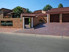 Heleen's Bed and Breakfast - Heleens Bed and Breakfast offers comfortable accommodation in a cosy garden Cottage. It is ideal for business travellers and small families visiting the Sandton area.  This Cottage has a comfortable living ... #weekendgetaways #johannesburg #southafrica