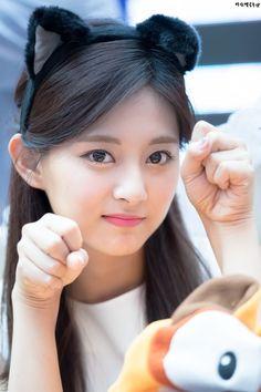 My bias is so damn cute. Kpop Girl Groups, Korean Girl Groups, Kpop Girls, Cute Girl Pic, Stylish Girl Pic, Cute Asian Girls, Cute Girls, Tzuyu And Sana, Tzuyu Wallpaper