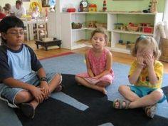montessori-csend-jatek-2 Peace Education, Godly Play, Montessori Practical Life, The Good Shepherd, Maria Montessori, Infancy, Classroom Management, Beach Mat, Homeschool