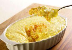 Uma das melhores combinações já criadas, o frango com creme de milho é uma ótima receita para fazer no almoço de domingo.