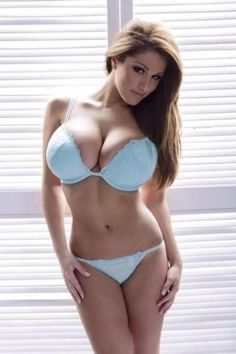Miss Lucy Pinder http://www.hotsexydaters.com                                                                                                                                                      Mehr