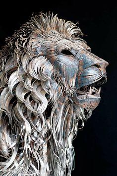Aslan, un increíble león de metal de 4.000 piezas La escultura de estas imágenes es obra del turco Selçuk Yılmaz. Durante diez meses ha cor...