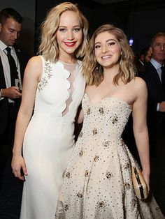 The hunger games 486459197245160260 - Pin for Later: The Best Snaps From the Mockingjay — Part 2 Press Tour Willow Shields, who plays Prim, looked eerily similar to her onscreen sister, Jennifer Lawrence, at the LA premiere. Source by guillermofregozo The Hunger Games, Hunger Games Fandom, Hunger Games Catching Fire, Hunger Games Trilogy, Jennifer Lawrence Tumblr, Jennifer Lawrence Hunger Games, Katniss Everdeen, Suzanne Collins, Dylan O Brian