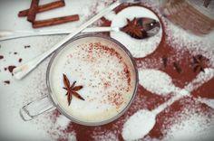 Chai latte, který si můžete objednat i v českých kavárnách, k nám původně přicestoval až z daleké Indie. Podle legend chai latte vznikl jako očistný a léčivý nápoj a jeho recept vychází z principů ajurvédského léčitelství. Jestli chcete vyzkoušet jeho ozdravné účinky, tak už na něj nemusíte chodit d