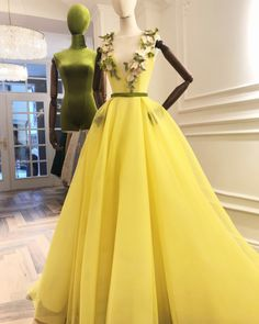 flowers elegant prom dresses long a line yellow tulle v neck sleeveless cheap prom gown vestido de festa 2020 V Neck Prom Dresses, Elegant Prom Dresses, Cheap Prom Dresses, Formal Evening Dresses, Dress Prom, Formal Dress, Formal Gowns, Tulle Ball Gown, Ball Gowns Prom
