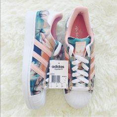 BRAND NEW Adidas superstar sneakers featuring a floral print with coral striping. These are SO cute, but unfortunately were too big for me. Adidas tend to run big, so be aware when buying! I will accept offers and will consider trades.