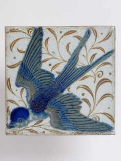 Swallow tile by William de Morgan. William de Morgan was a lifelong friend of William Morris, he designed tiles, stained glass and furniture for Morris & Co. from 1863 to 1872 William Morris, Arts And Crafts Movement, Art Chinois, Stoff Design, Art Nouveau Tiles, Art Japonais, Decorative Tile, Tile Art, Chinoiserie