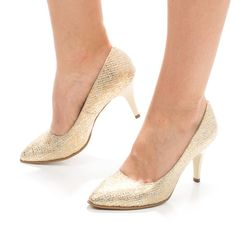 Pantofi aurii cu toc mic din piele Pumps, Shoes, Fashion, Zapatos, Moda, Shoes Outlet, La Mode, Pumps Heels, Shoe