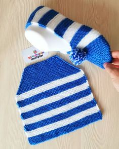 Crochet Slippers You are in the right place about knitting dishcloth Here we offer you the most beautiful pictures about the knitting doll you are. Knit Baby Booties, Crochet Boots, Crochet Beanie, Knit Crochet, Crochet Girls, Loom Knitting, Knitting Socks, Baby Knitting, Knitting Designs