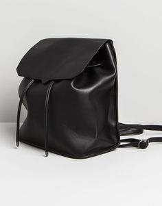 :MIDI RUCKSACK WITH FLAP AND BACK POCKET