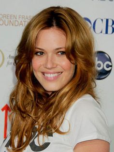Dirty blonde with strawberry blonde hilights Mandy Moore So basically My h Dye My Hair, Color Your Hair, Hair Colour, Dark Strawberry Blonde Hair, Strawberry Blonde Highlights, Red Blonde, Brown Highlights, Mandy Moore Hair, Hair Evolution