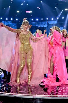 Taylor Swift Web Photo Gallery: Click image to close this window Estilo Taylor Swift, Long Live Taylor Swift, Taylor Swift Hot, Taylor Swift Songs, Taylor Swift Pictures, Swift Photo, Stage Outfits, Celebs, Celebrities
