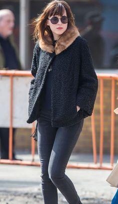 Dakota Johnson en un look retro