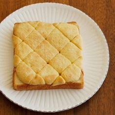 インスタグラムから火がついた悪魔のトーストをはじめ、食パンのアレンジレシピが密かなブームです。そんな中、大人も子供も大好きなあの菓子パンの味が、食パンで再現できちゃうレシピを発見しました!