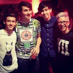 Troye Sivan, Danisnotonfire, AmazingPhil and Tyler Oakley <3 Favorite youtubers in one picture <3
