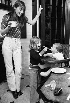 子どもと一緒のジェーン・バーキン