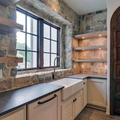 Home design inspiration Natural Rock Stone Backsplash Ideas With Rustic Look Tr Natural Stone Backsplash, Rock Backsplash, Backsplash Ideas, Backsplash Design, Rustic Backsplash Kitchen, Kitchen Rustic, Kitchen Cabinets, Rustic Kitchens, Dark Cabinets