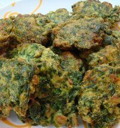 3 tazas de espinacas picadas 2 pimientos rojos ½ cebolla 1 huevo Aceite de oliva cantidad necesaria Hierbas aromáticas (orégano, tomillo, romero) 1 pizca de sal Queso rallado al gusto