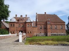Skaføgård is not one of the biggest estates in Denmark, but one of the best preserved. Castles, Manor Houses, Mansions, Luxury, House Styles, Slot, Medieval, Home Decor, Luxury Houses