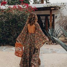 Sara Escudero (@collagevintage) • Fotos y videos de Instagram Honeymoon Style, Collage Vintage, Open Back Dresses, Dress Backs, Instagram, Bohemian, Fashion, Moda, Fashion Styles