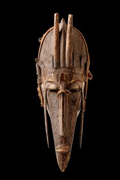 http://pics.tribal-art-auktion.de/4666-044_1365x2048.jpg