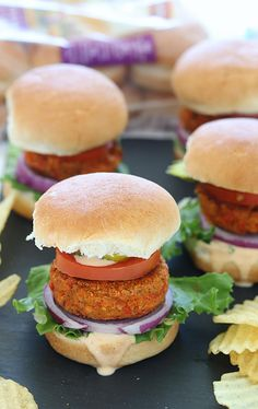 How to make Sun Dried Tomato Chickpea Sliders, Vegan and gluten-free Sun Dried Tomato Chickpea patties, Sun Dried Tomato Chickpea burgers, Burger made with chickpea and sundried tomatoes, Sun Dried tomato patties, Sun Dried Tomato burgers, Chickpea vegan sliders, chickpea gluten-free sliders, Chickpea vegan burgers