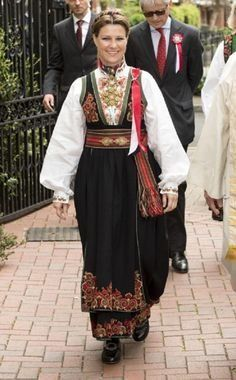 Princess Martha Louise arrives at the Noweigan church wearing a traditional Norwegian costume to celebrate 2013 Norway National Day in London, England Norway National Day, Norwegian Clothing, Norwegian Royalty, Norway Viking, Folk Costume, Festival Outfits, Scandinavian Style, Traditional Dresses, Folklore