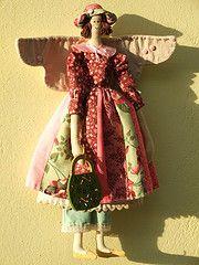 Isabela angel (AP.CAVALARI / ANA PAULA) Tags: baby angel doll dolls handmade embroidery ange decoration patchwork cloths dcoration telas decorazione bordados poupe dekoration decoracin panni handgemacht tissus clothdoll tcher ricami stickereien fabricdolls hechosamano fattiamano stoffpuppe anjinhas aingeal anapaulacavalari apcavalari  maisichin fabraice