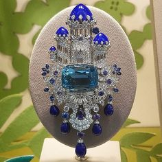 @michellealdag. We made it to Friday! Any fun plans for the weekend? No New York trips for this month but I still have plenty of beautiful photos from the last trip! This #aquamarine #lapis #diamond #brooch was seen in the #vancleefarpels window. #highjewelry #highjewellery #diamondbrooch #fantasyland #friyay #5thavenue #dataintherough