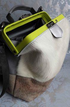 Dokterstas schoudertas koeienhuid geel | Mirjam Zwolsman