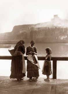 Whitby Fisher People - Frank Sutcliffe