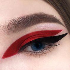 Red and black graphic eyeliner make-up look - - - Eye Makeup tips Eye Makeup Tips, Makeup Inspo, Makeup Art, Lip Makeup, Makeup Inspiration, Makeup Ideas, Makeup Eyeshadow, Plum Eyeshadow, Makeup Products