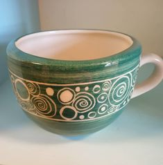 Ceramic Cups, Ceramic Art, Ceramic Painting, Painting & Drawing, Breakfast Cups, Sgraffito, Pottery Designs, Pottery Bowls, Vases Decor